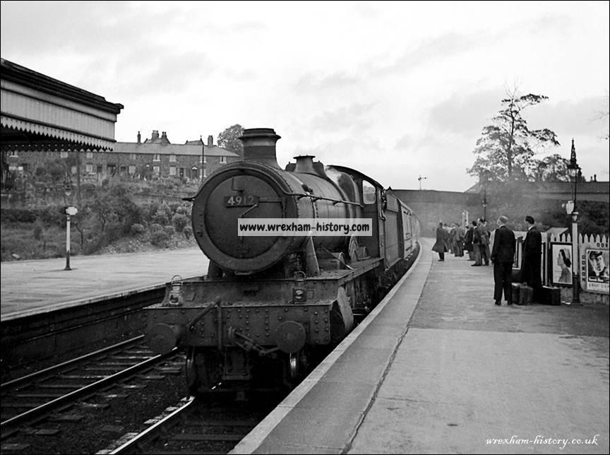 GWR 4912 Berrington Hall arrives at Ruabon with the 4.30 pm Birkenhead to Paddington on 15th September 1958