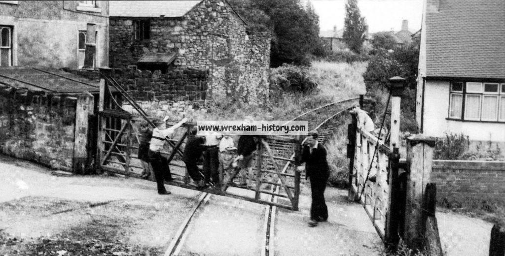 rhos-railway-crossing-brook-street-1957