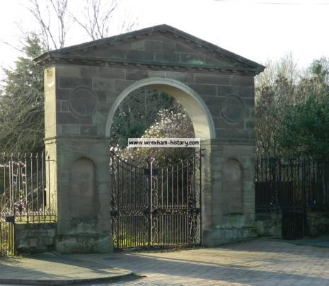 wynnstay-hall-gates-ruabon