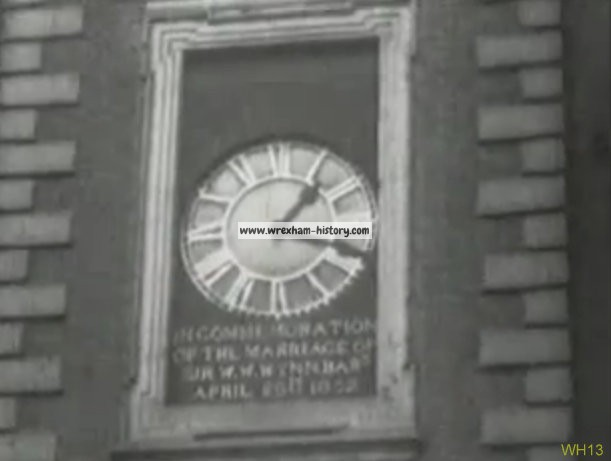 town-hall-clock-wxm