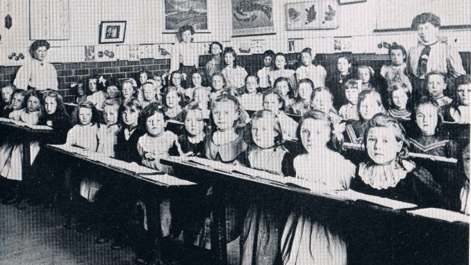 Acrefair Girls School 1905