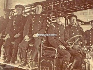 Wrexham First motorised fire engine c1915 (BBC)